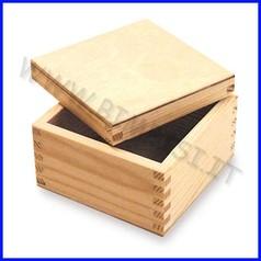 Supporti in legno: scatola con coperchio  cm.15x15x6,5