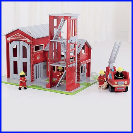 Caserma dei pompieri completa di accessori