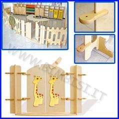 Recinto staccionata in legno cancello con giraffe fino ad esaurimento