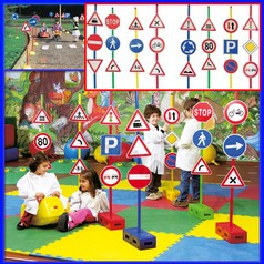 Segnali stradali set 24 c/base set 24 segnali + 12 bastoni + 12 basi