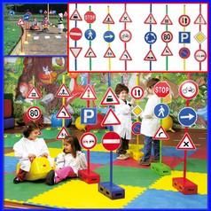 Segnali stradali set 24 c/mattoni set 24 segnali + 12 bastoni + 12 mattoni