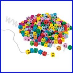 Cubi alfabeto per infilatura - 325 pz. col. ass.