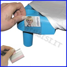 Contrassegni/portafoto adesivo rigido in plastica dim.cm 6x4h