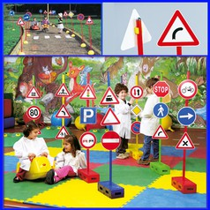 Segnali stradali set b: 6 basi 12 segnali + 6 bastoni + semaforo