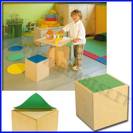 Tavolino in legno-cubo sedia cm.25x25x25