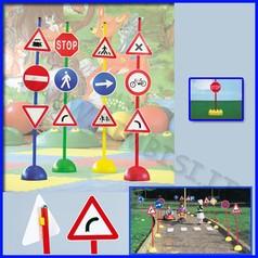 Segnali stradali set a c/mattoni set 12 segnali + 6 bastoni + 6 mattoni